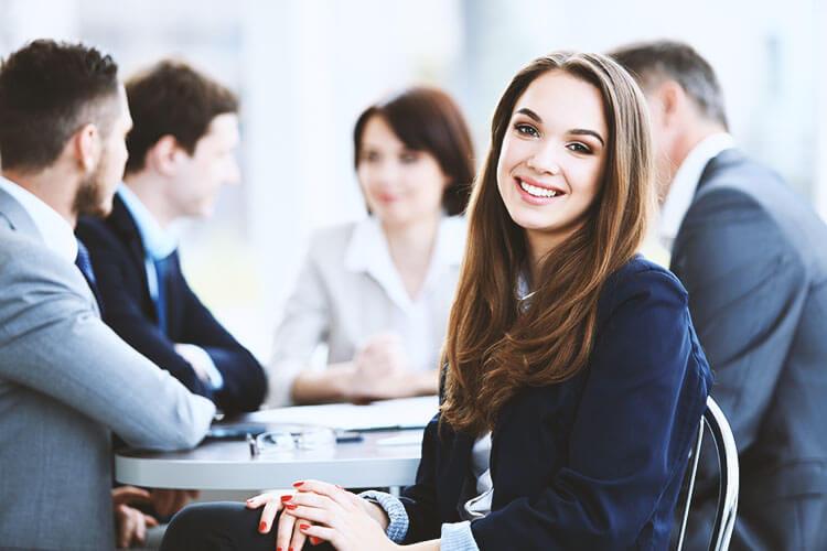 Kancelaria prowadzi program 3-miesięcznych płatnych praktyk dla studentów IV iV roku studiów prawniczych.